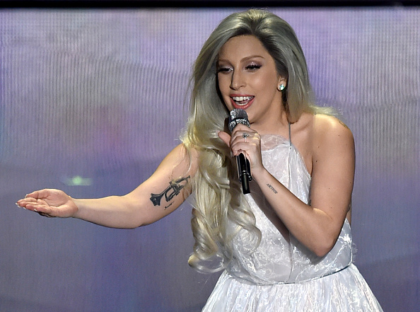 Lady Gaga The Sound Of Music Show At 2015 Oscars Loved By Everyone  Except Shonda Rhimes Video  Trending News  Food World News-5067