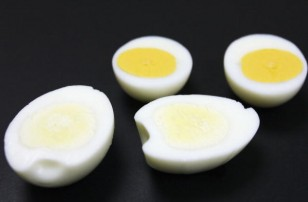 Japanese Company Develops Eggs With Whiter Yolks